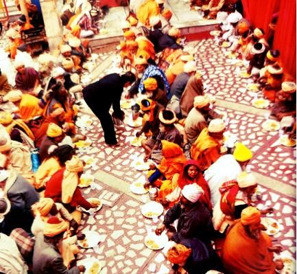 annpurana-bhandar-seva-in-mandir